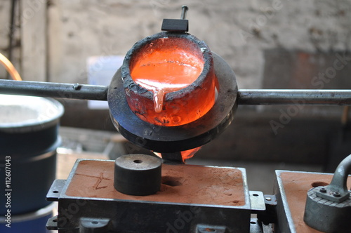 Valokuva  Metall gießen in der Gießerei