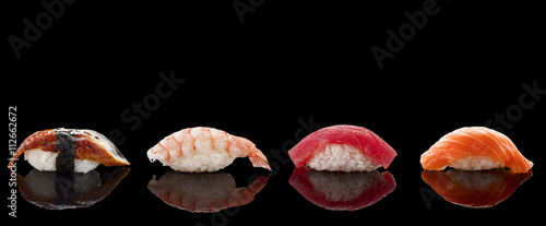 Poster de jardin Sushi bar Sushi nigiri over black background