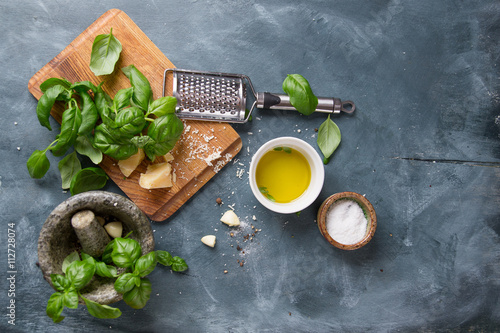 Fotografia  Ingredients for basil pesto