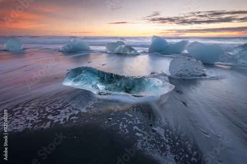 Printed kitchen splashbacks Glaciers Icebergs on the black sand volcanic beach, Vatnajokull Glacier, Iceland.
