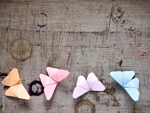 Holzgrund Schmetterlinge Papier Falten Frühling