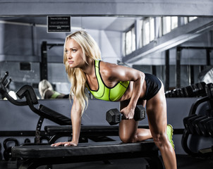 Fototapetafitness girl exercising with barbell in gym