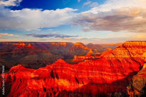 La pose en embrasure Rouge Mather Point, View Point, Grand Canyon National Park, Arizona, USA
