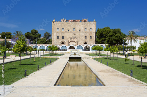 La pose en embrasure Palerme The Zisa Castle in Palermo, Sicily. Italy