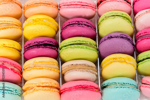Photo sur Aluminium Macarons macro multicolored french macaroon
