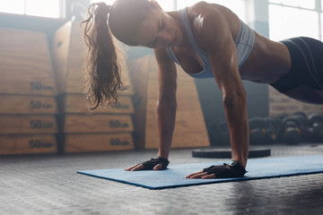 Strong young woman doing pu...