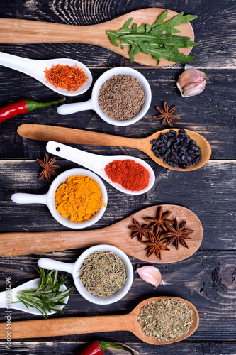 plakat Powder spices & herbs on spoons