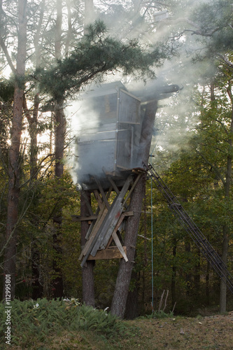 Papiers peints Chasse A hunting tower in a forest
