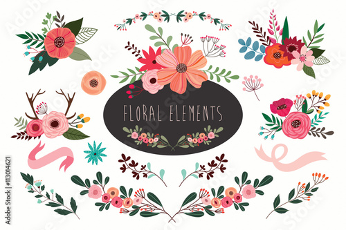 Photo  Hand drawn vector floral set with branches and flowers bouquets.