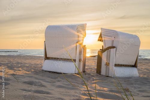 Keuken foto achterwand Noordzee Die Abendstimmung im Strandkorb an der Ostsee geniessen