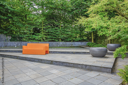 Fotografia, Obraz Orange sofa in the inner courtyard garden