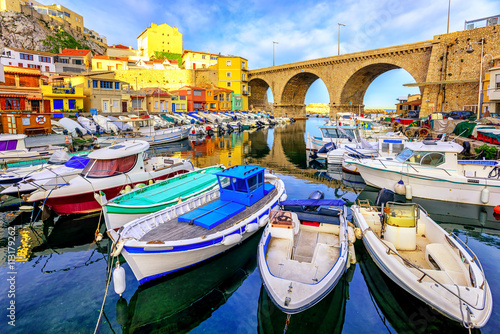 Tuinposter Schip Small fishing port, Marseilles, France