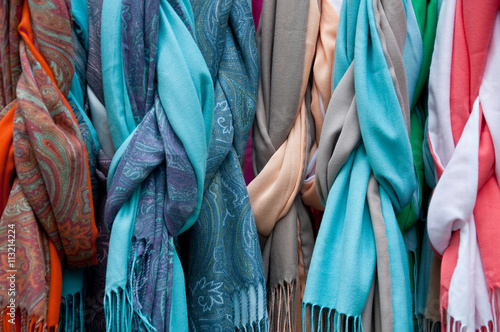 Photo sur Aluminium Aquarelle avec des feuilles tropicales .group of beautiful colored scarves in cotton and wool
