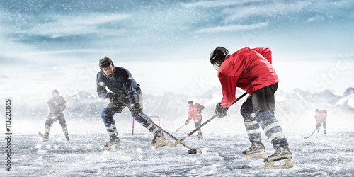 fototapeta na drzwi i meble Playing hockey game