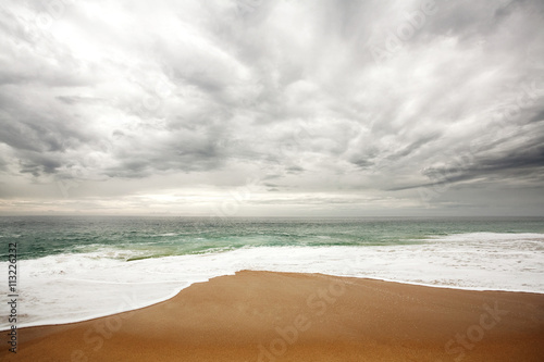 Papiers peints Plage Scenic view of beach against cloudy sky