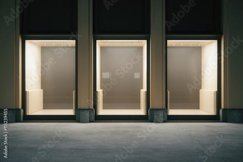 Obraz na płótnie Showcase front at night