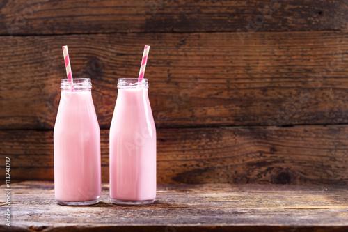 In de dag Milkshake bottles of strawberry smoothie