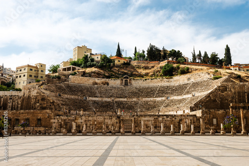 Carta da parati View at the roman amphitheatre in Amman, Jordan