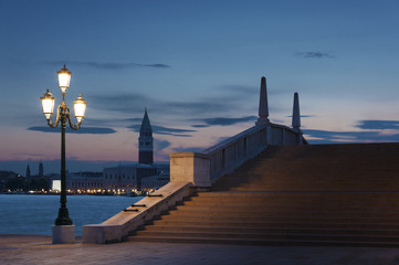 Obraz na Plexi Latarnie Bridge at dusk in Venice, Italy