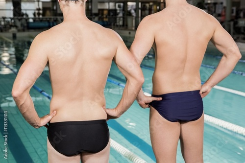 Photo  Rear view of swimmers standing by the pool