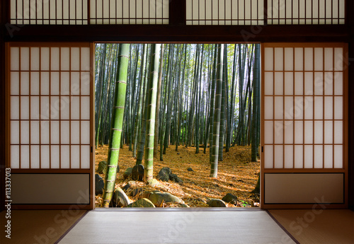 Foto op Plexiglas Bamboe Open Japanese sliding doors and lush green bamboo forest