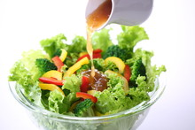 野菜サラダにドレッシ...
