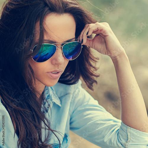 fototapeta na lodówkę Woman in sunglasses. Outdoor fashion portrait close up