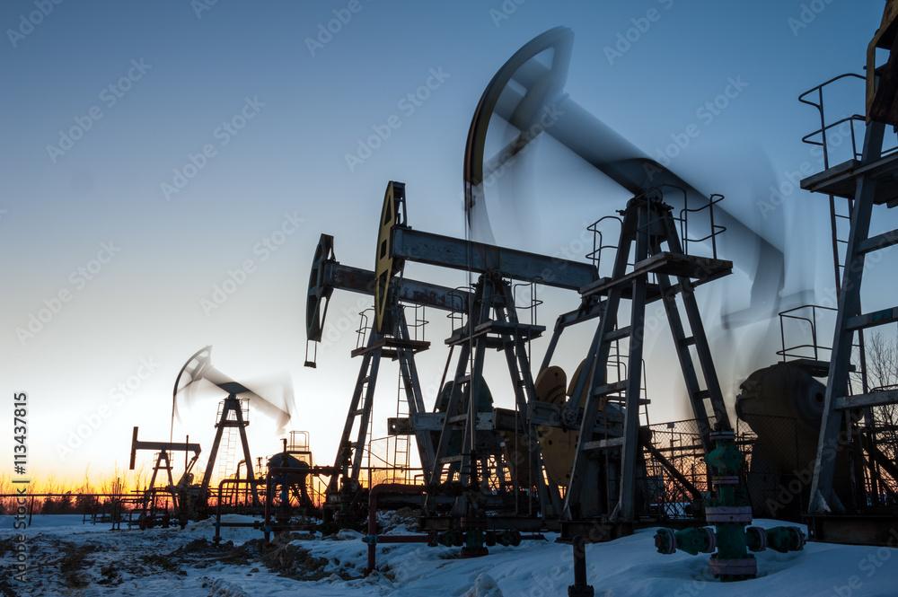 Fototapety, obrazy: Oil well pumps.