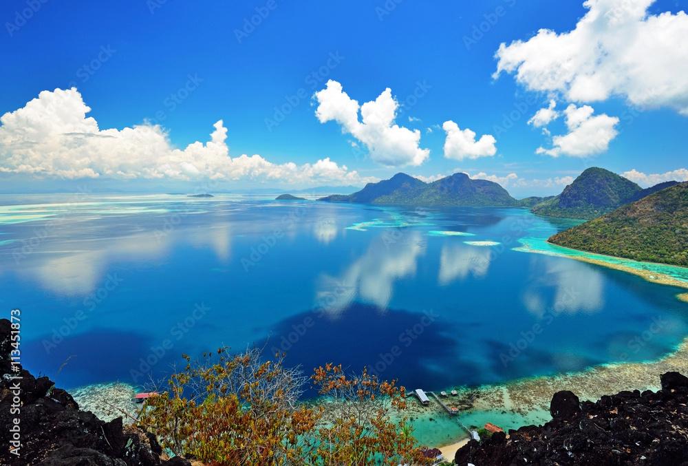 Fototapeta Malaysia Sabah Borneo Scenic View of Tun Sakaran Marine Park tropical island (Bohey Dulang) Semporna, Sabah.