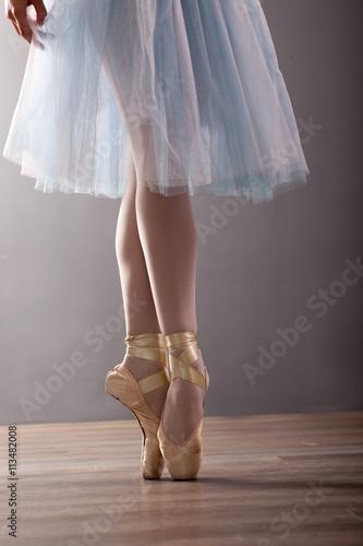feet of young ballerina Obraz na płótnie