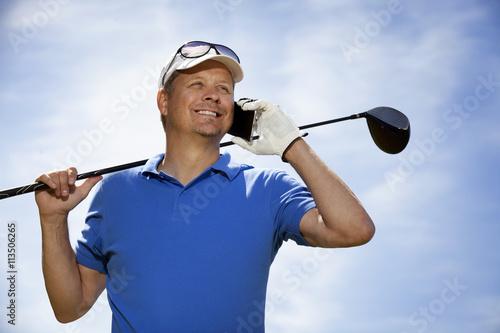 Plakat Golfista za pomocą telefonu komórkowego