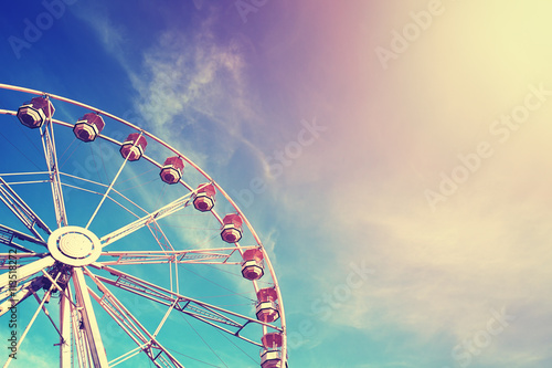 Foto auf Leinwand Vergnugungspark Vintage stylized ferris wheel at sunset.