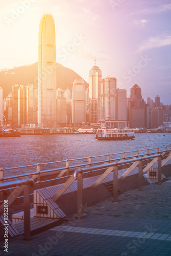 Stampa su Tela  Hong Kong's Victoria Harbour in sunrise..