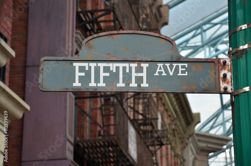 Stampa su Tela Image of a street sign for Fifth avenue, New York