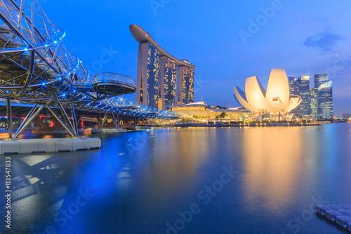 Tuinposter Singapore Singapore city skyline at Twilight time