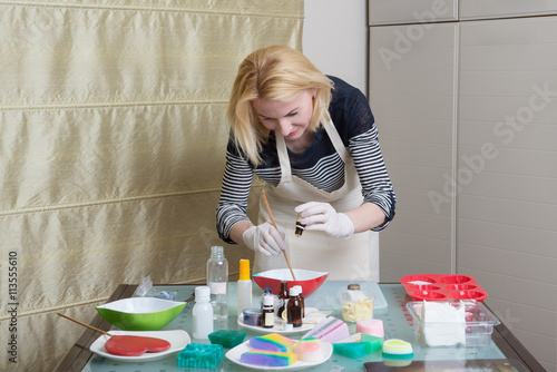 Portrait of woman during homemade soap making – kaufen Sie ...