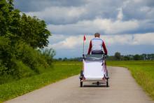 Mann Fährt Rad In Den Niederlanden