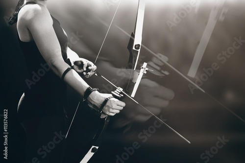 Foto Composite image of sportswoman practicing archery