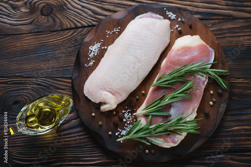 Photo  Raw fresh duck breast filet in a rustic wooden setting, top view
