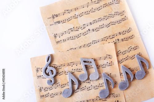 Fotobehang Kranten Music notes on table