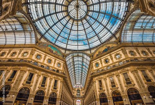 In de dag Milan Galleria Vittorio Emanuele II shopping arcade, Milan, Italy