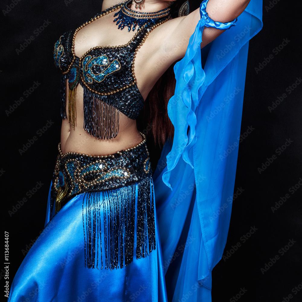 Синем стриптиз платье в