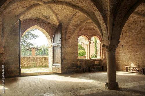 Photo La meravigliosa abbazia di san Galgano alle porte della val d'orcia in Toscana
