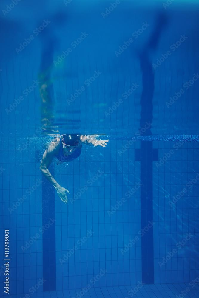 Vászonkép  Swimmer woman underwater