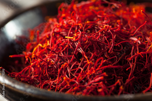 Foto op Aluminium Kruiden Raw Organic Red Saffron Spice