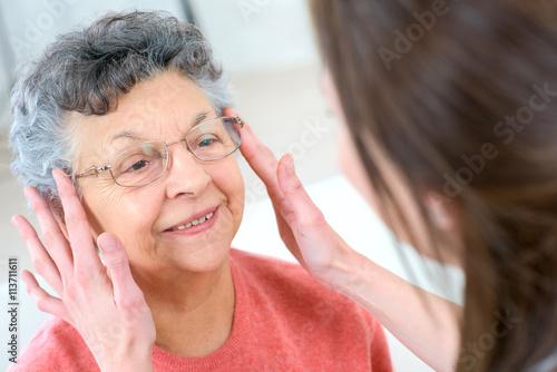 Pinturas sobre lienzo  Senior woman testing glasses