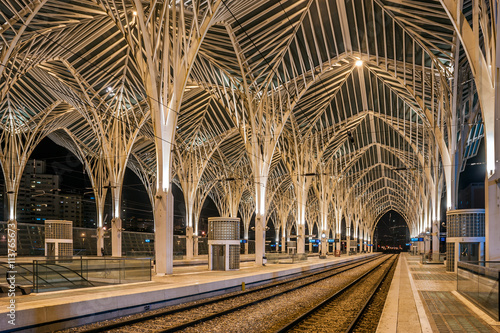 Foto auf AluDibond Bahnhof Night view of the arches inside of the Lisbon Oriente Station, capital of Portugal