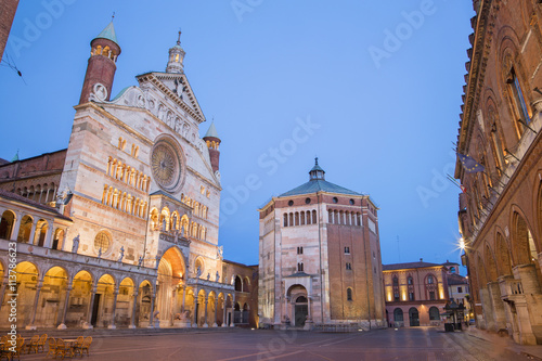 Poster de jardin Monument Cremona - The cathedral Assumption of the Blessed Virgin Mary dusk.