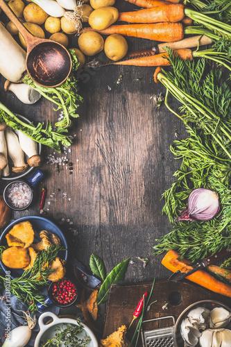 Fotografía  Various harvest Vegetables from garden and  forest mushrooms