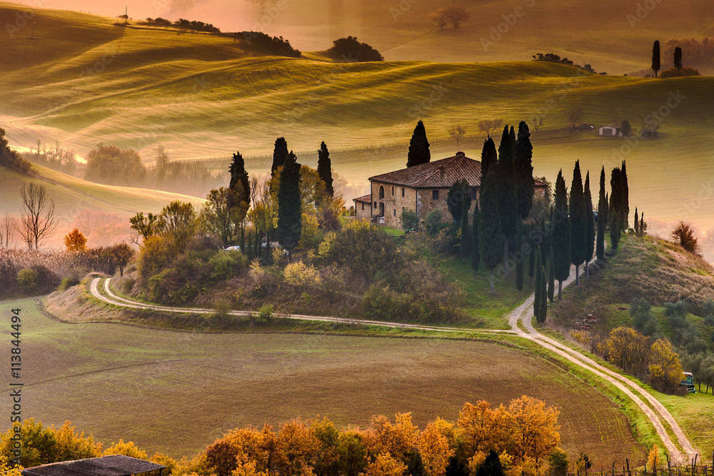 Fototapety, obrazy: Tuscany Farmhouse Belvedere at dawn, San Quirico d'Orcia, Italy